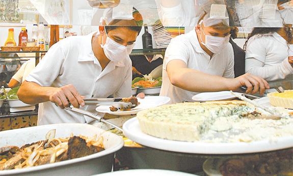 Máscara não é obrigatório nas cozinhas dos restaurantes