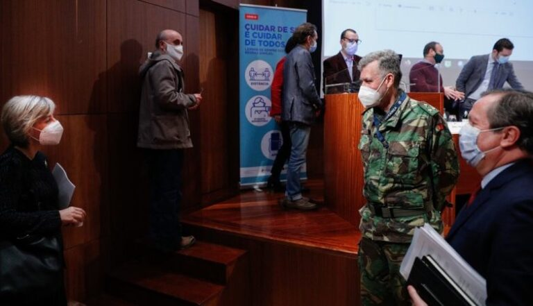 """Coordenador da vacinação faz """"pressão militar"""" para adiar 2ª dose e proteger mais 200 mil idosos"""