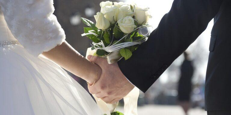 Casamentos adiados já para 2022 porque noivos querem festas de sonho sem desconvidados